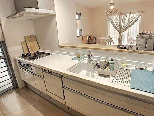 戸建賃貸-名古屋市北区北久手町 設備の充実したキッチンは収納スペースも豊富です。