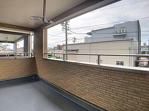 戸建賃貸-名古屋市北区如来町 ワイドなバルコニーは洗濯物をたくさん干すことができます!