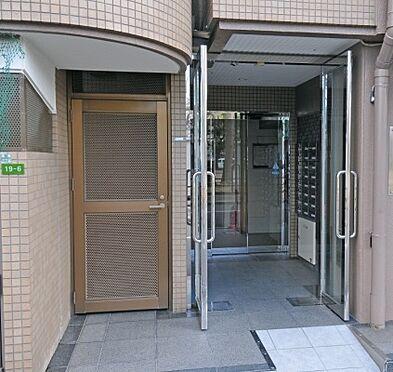 マンション(建物一部)-大阪市城東区成育3丁目 清潔感のあるエントランス。