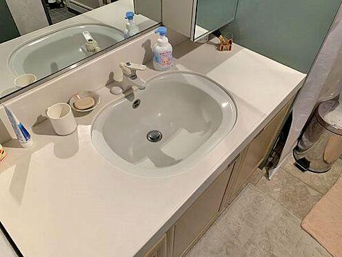中古マンション-伊東市川奈 〔洗面台〕状態の良い洗面化粧台です。