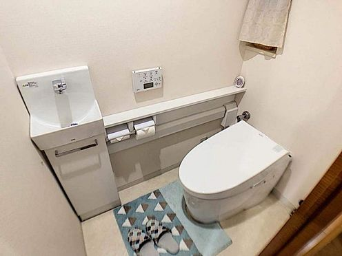 中古マンション-豊田市若林西町塚本 お洒落な手洗いカウンター付きのトイレです♪