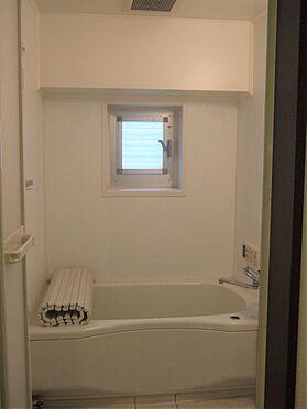 マンション(建物一部)-港区六本木5丁目 窓付が嬉しいバスルーム