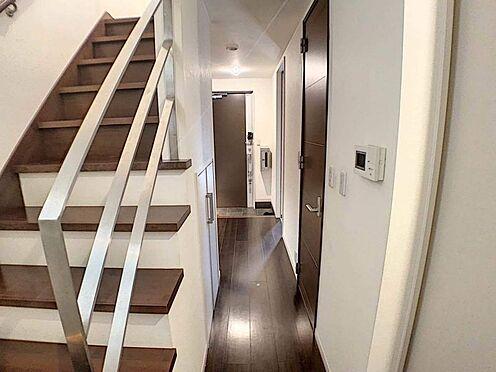 中古一戸建て-名古屋市北区八代町1丁目 玄関横にはシューズクロークがあり、綺麗な玄関でお客様をお迎えすることができます。