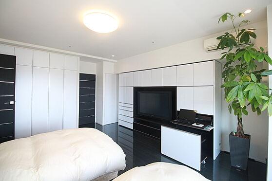 中古マンション-渋谷区松濤2丁目 約14.5帖の広々とした主寝室(家具備品等は販売価格に含まれません)