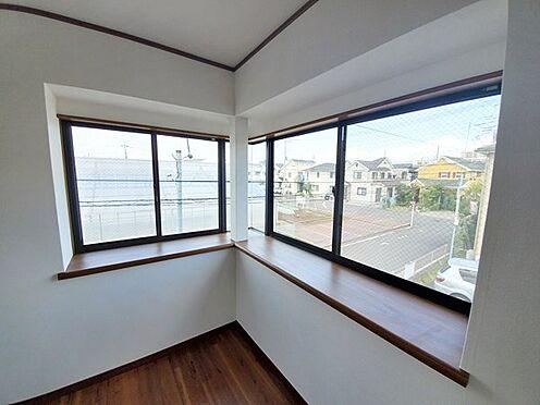中古一戸建て-相模原市中央区横山台1丁目 出窓があって開放的な居室♪景色も開けています!