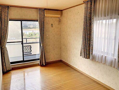 中古一戸建て-豊田市志賀町下番戸 窓が2方向にあるので、暖かな光がお部屋全体に差し込みます。明るいお部屋でぜひお過ごしください♪