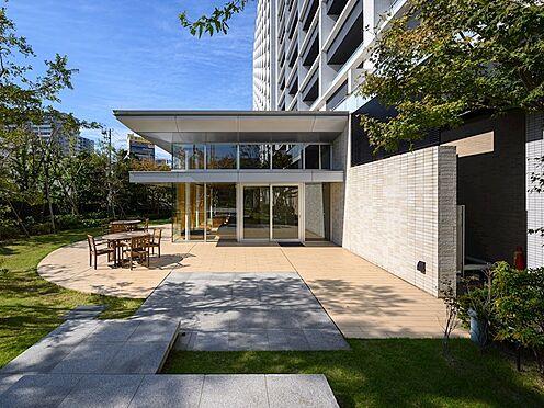 中古マンション-品川区勝島1丁目 パーティールームのお庭です。貸し切りにしてガーデンパーティーなども開催できます。通常は住人の方は