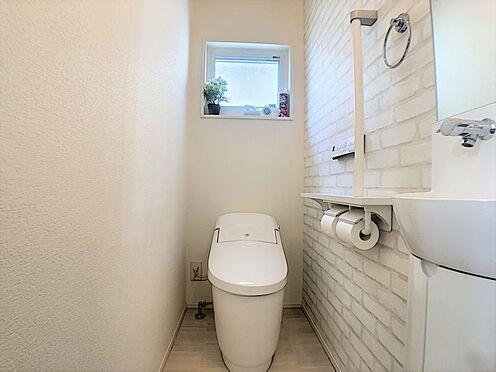 戸建賃貸-西尾市平坂吉山1丁目 1・2階にトイレあり。階段を降りなくてもいいので、高齢者の方も便利です。