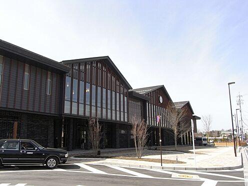 土地-北佐久郡軽井沢町大字長倉 改装した中軽井沢駅、常駐しているタクシーも多いです。