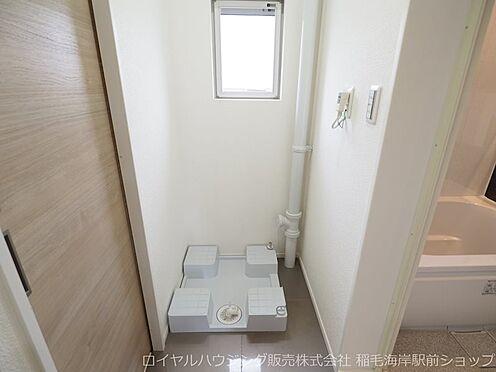 中古マンション-千葉市美浜区稲毛海岸3丁目 窓付きで明るい洗濯機置場です!