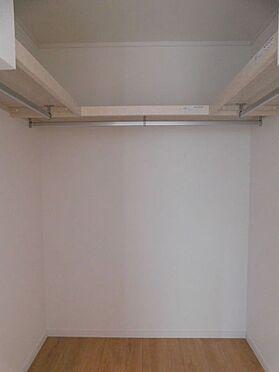新築一戸建て-名古屋市北区大杉1丁目 1.3階にWICがあり、季節のかさばる荷物もしっかりと収納できます。