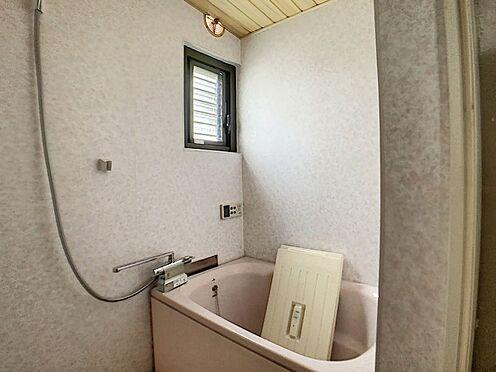 中古テラスハウス-名古屋市中川区中郷3丁目 浴室には窓があるので換気も可能です!