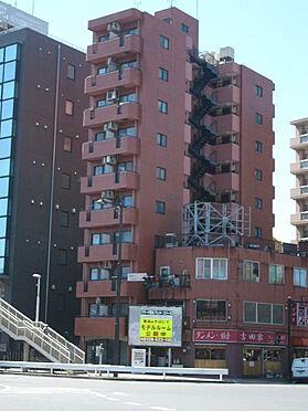 マンション(建物一部)-横浜市神奈川区神奈川2丁目 向かいの歩道から見た様子です。