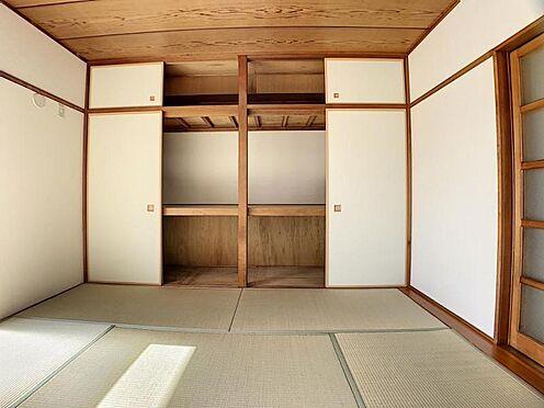 中古マンション-豊田市栄町6丁目 和室には大きな収納があるので、来客用の布団もしまえますね!