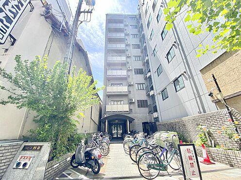区分マンション-京都市中京区壬生仙念町 マンションのエントランスは四条通に面しており周辺施設も充実しています。市街地で暮らしたい方にオススメの物件です。