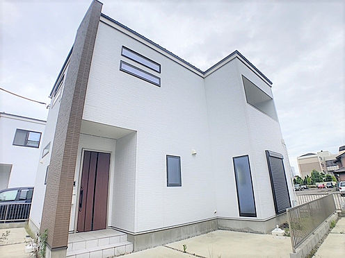 戸建賃貸-小牧市堀の内4丁目 白を基調としたシンプルな外観