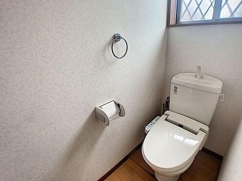 戸建賃貸-西尾市山下町西八幡山 1、2階どちらにもトイレあり☆階段を降りなくてもいいので、高齢者の方がいるご家庭にも便利です。