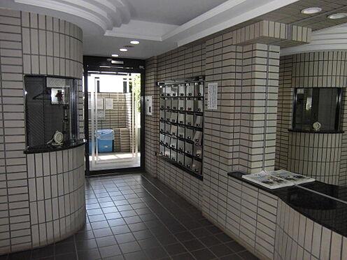 マンション(建物一部)-足立区島根4丁目 エントランス内には防犯オートロックが完備されております