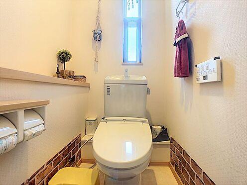戸建賃貸-碧南市尾城町4丁目 1・2階にトイレあり。階段を降りなくてもいいので、高齢者の方も便利です。