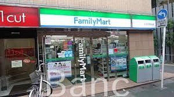 中古マンション-世田谷区成城2丁目 ファミリーマート成城学園前店 徒歩3分。 190m