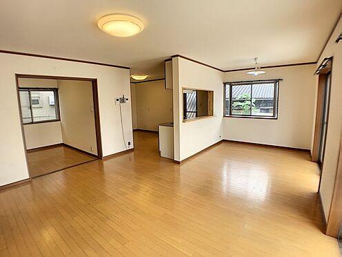 戸建賃貸-西尾市山下町西八幡山 約22帖の広々LDK。リビングを中心とした間取りが明るいファミリー空間を実現できます☆
