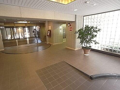 マンション(建物一部)-神戸市北区大脇台 エントランスには緑があり、落ち着きのある空間です。