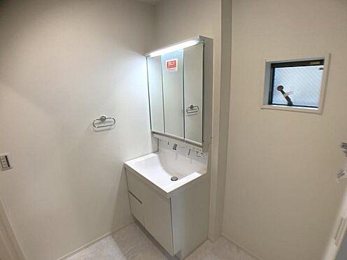 新築一戸建て-名古屋市中村区大正町3丁目 ※他現場での施工事例です。三面鏡付きの洗面台