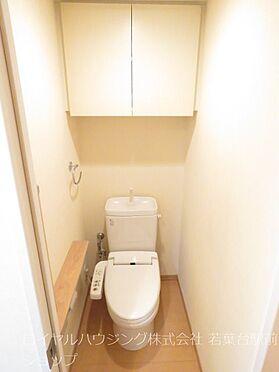 中古マンション-川崎市高津区新作5丁目 ウォシュレット付きトイレです。手摺りも付いています。