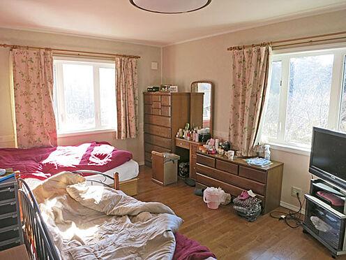 店舗付住宅(建物全部)-北佐久郡軽井沢町大字長倉 2階の洋室は寝室としてご利用中です。