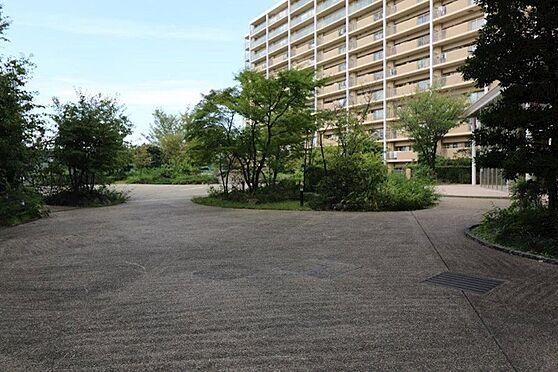 中古マンション-八王子市下柚木3丁目 オートロックと24時間有人管理により守られた居住者専用中庭