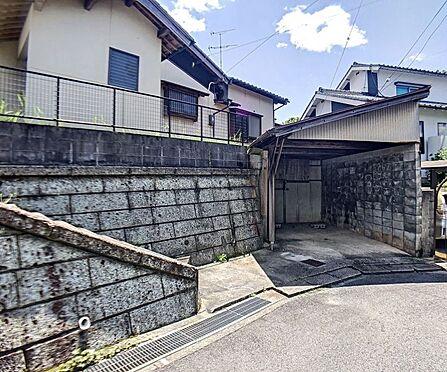戸建賃貸-岡崎市細川町字鳥ケ根 車庫つきです♪前面道路は6mあるので安心ですね。