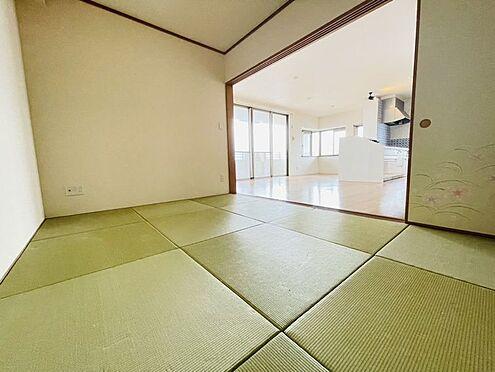 区分マンション-春日市須玖南5丁目 リビング横の和室です!オシャレな半畳タタミです♪