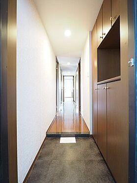 中古マンション-浦安市富士見5丁目 落ち着いた木目調の玄関がお客様をお迎えします
