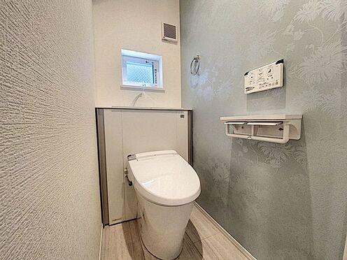 戸建賃貸-西尾市戸ケ崎3丁目 収納一体型トイレ。掃除道具などを収納しスッキリとさせることが出来ます。(1階のみ)(同仕様)