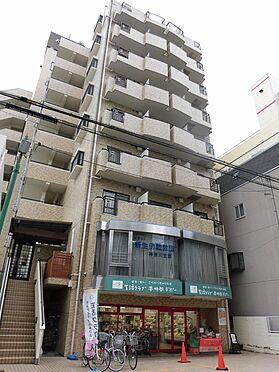 中古マンション-大和市南林間1丁目 建物1階部分にはスーパーがあり、お買い物に便利です。