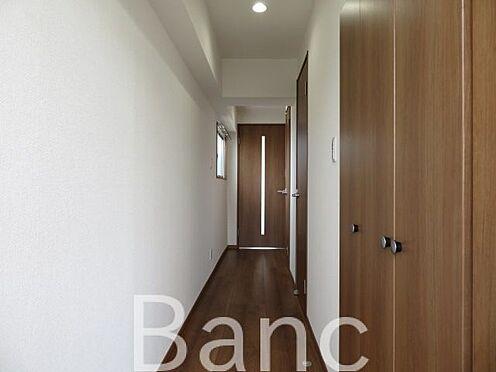 中古マンション-江東区新大橋1丁目 入って正面の扉がLDKです。