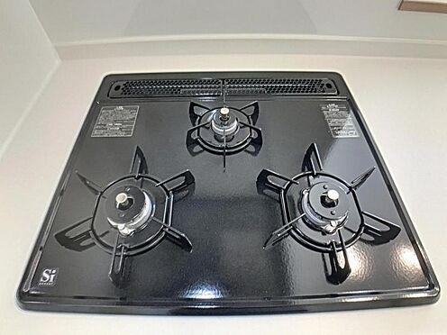 戸建賃貸-岡崎市野畑町字下河原 ガスコンロは三口あるので効率的に料理をすることが出来ます。