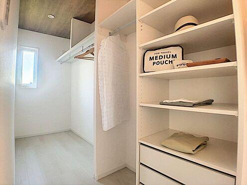 新築一戸建て-西尾市今川町一本松 南向きのWICで明るい収納空間です。