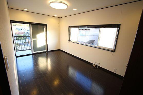 中古一戸建て-橿原市菖蒲町3丁目 【2階7.5帖洋室】2面の窓から日差しと風が入ります。
