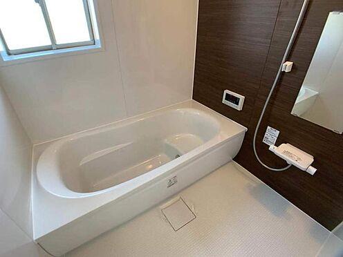 中古一戸建て-岡崎市舳越町字東沖 木目調の落ち着いたお風呂です。座れる浴槽なので半身浴などにもおすすめです!