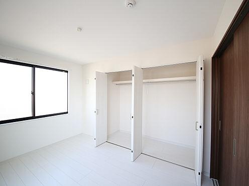 アパート-東大阪市小若江1丁目 洋室には大容量のクローゼットを完備。