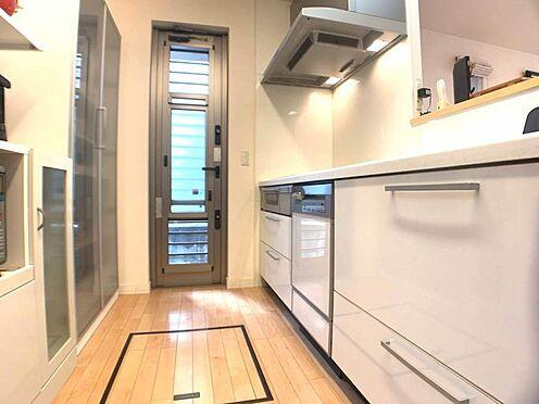 中古一戸建て-岡崎市細川町字さくら台 キッチンはカウンターキッチンなので料理をしながら家族とコミュニケーションをとることが出来ます。