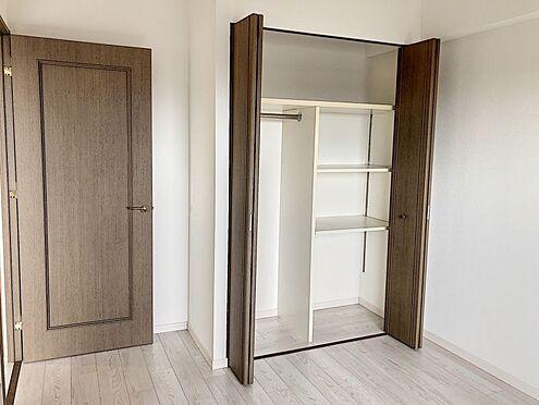 区分マンション-豊田市山之手8丁目 各居室に収納ございます。お部屋がごちゃごちゃすることなく綺麗に片付けられますね。