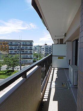 中古マンション-多摩市永山1丁目 陽当たりの良い南側バルコニー。