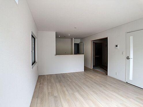 戸建賃貸-名古屋市北区如来町 LDKと和室の間の扉を開けることで、お子様の遊び部屋・お昼寝スペースとして使うのもオススメです!