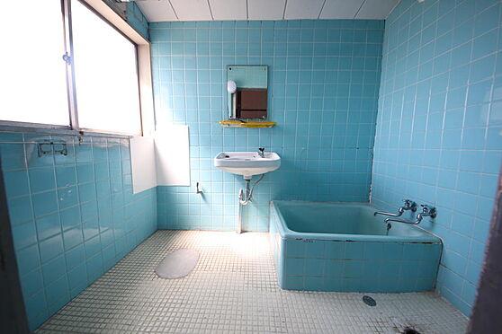 建物全部その他-八王子市長房町 お風呂場には大きな窓もございます。