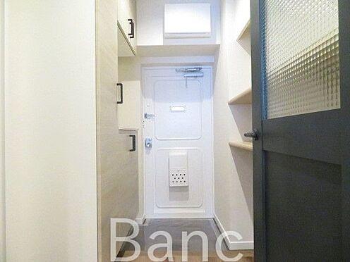 中古マンション-港区高輪3丁目 おしゃれにリノベーションされた廊下〜玄関 お気軽にお問合せくださいませ。