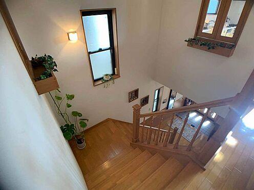 中古一戸建て-名古屋市西区宝地町 階段も日差しが入ります♪