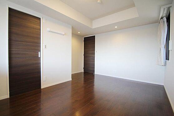 区分マンション-文京区白山2丁目 ウォークインクローゼット付きの主寝室は9.4帖。