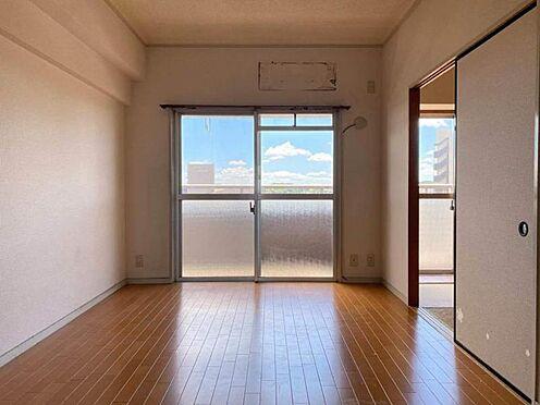 区分マンション-東海市養父町北反田 日当たり良好!室内に明るい光が差し込みます。